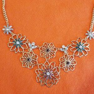 Flower Bib necklace gold